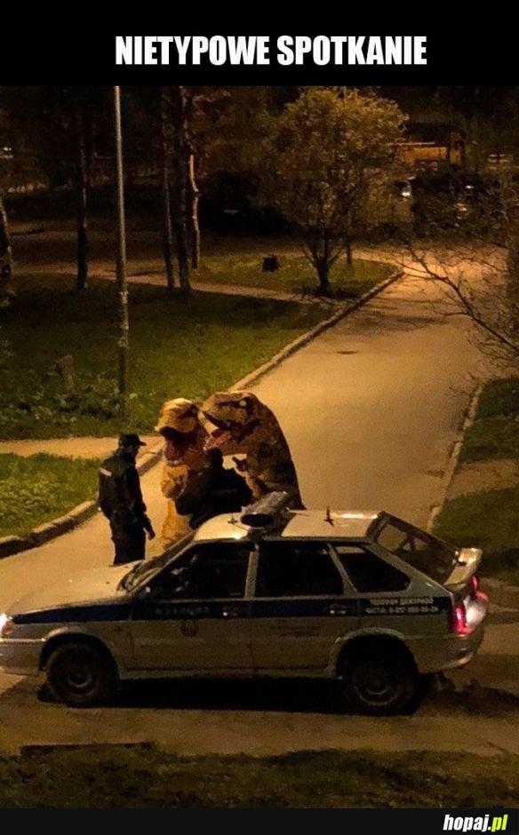 Dinozaury vs policja