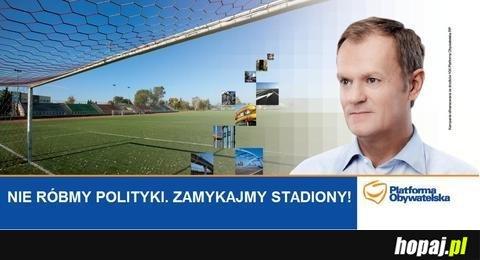 Nie róbmy polityki, zamykajmy stadiony