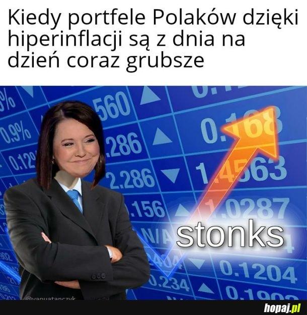 Portfele Polaków coraz grubsze
