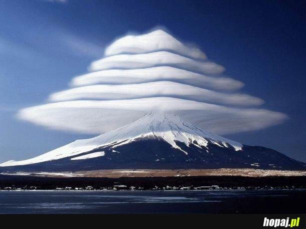 Chmury soczewkowe nad Fudżi