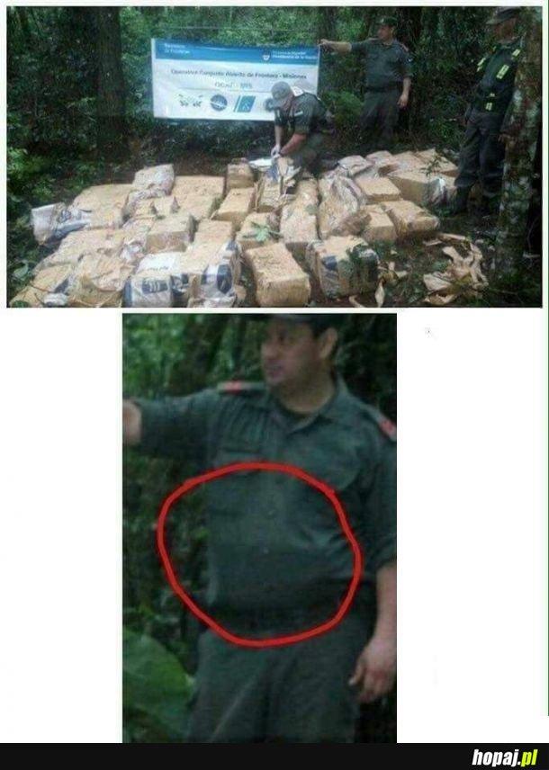 Panie kapitanie znaleźliśmy 100kg kokainy. - Ile? 50kg? - Tak panie kapitanie! Całe 25kg! - Proszę zabezpieczyć całość! Te 10kg będzie dużym sukcesem!